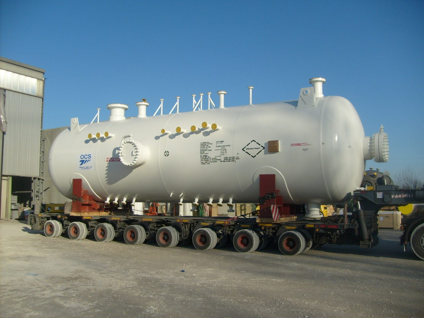Separator in SA 516 Gr.70 at Moho Nord plant – Size: 14.249 x 3.400 mm; 89 t – Congo