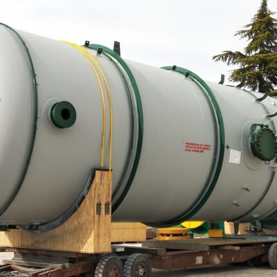 PRESSURE VESSEL IN SA 240 TYPE 304 / 304L / SA 516 GR. 70 - SIZE: 5900 X 35100 AT NESTE EXPANSION PROJECT, SINGAPORE