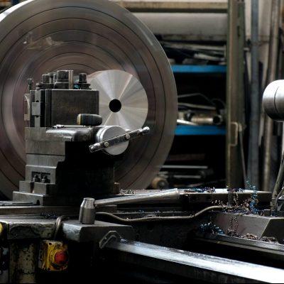 Horizontal lathe machining of nozzle
