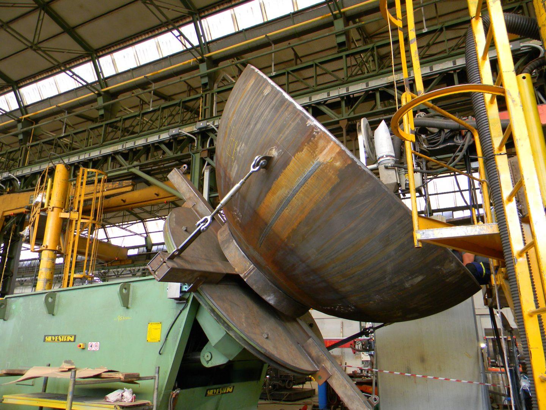 Rotatory equipment for weld overlay head