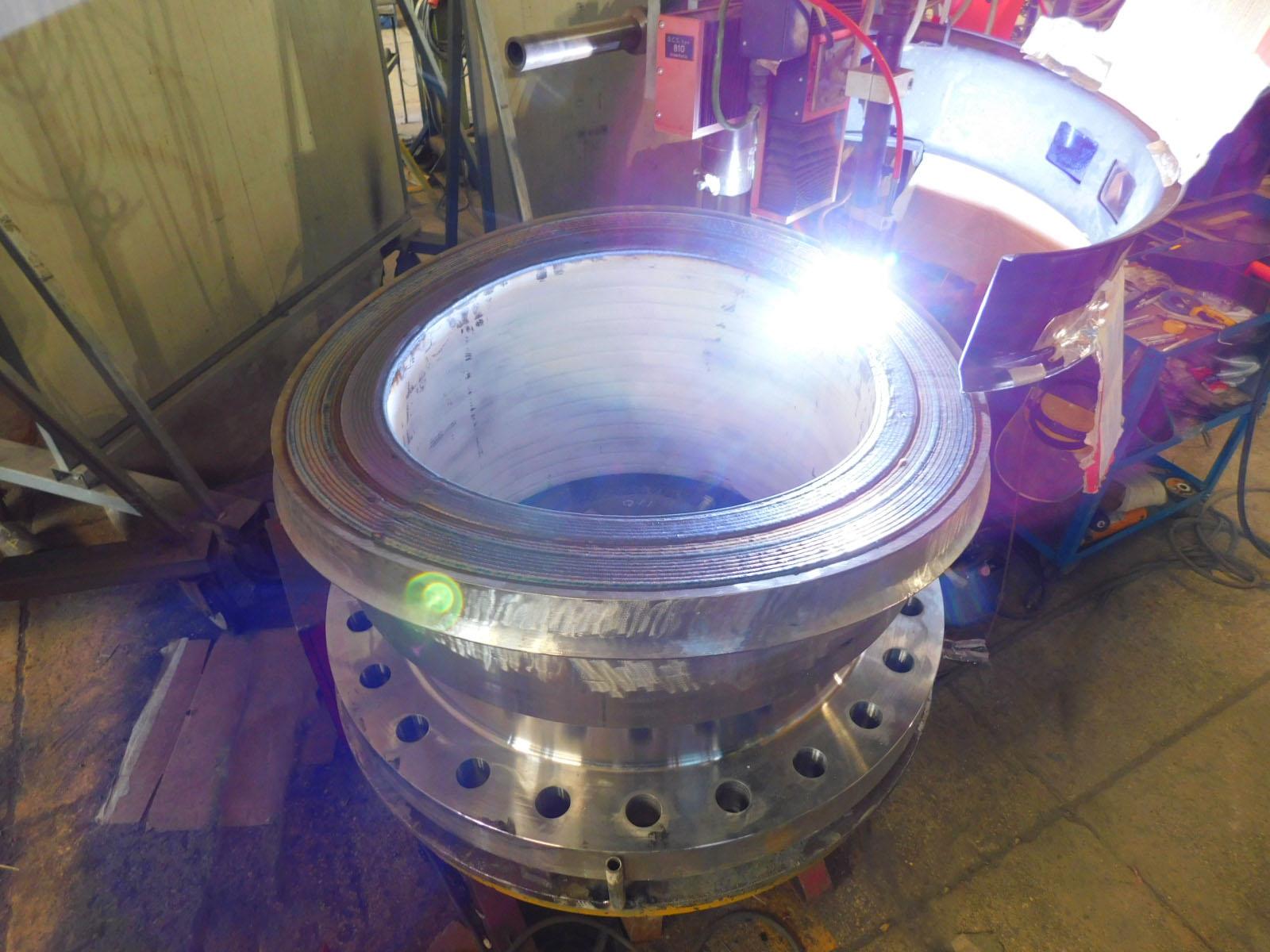 Weld Overlay on Nozzles Sa182 F22 + SS347 Hot GTAW Semiautomatic